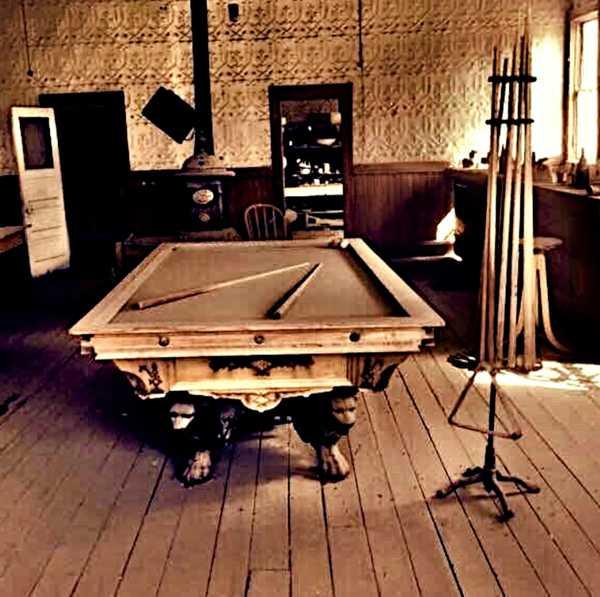 Stół bilardowy w stylu retro